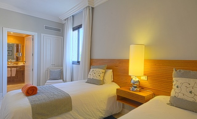 ALV_PremierTwoBedroomSuite_2ndBedroom