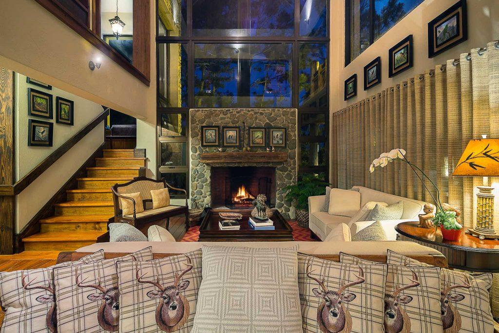 Villa Pino Alto living room view