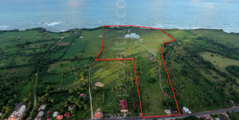 70 acres beach lot at Abreu