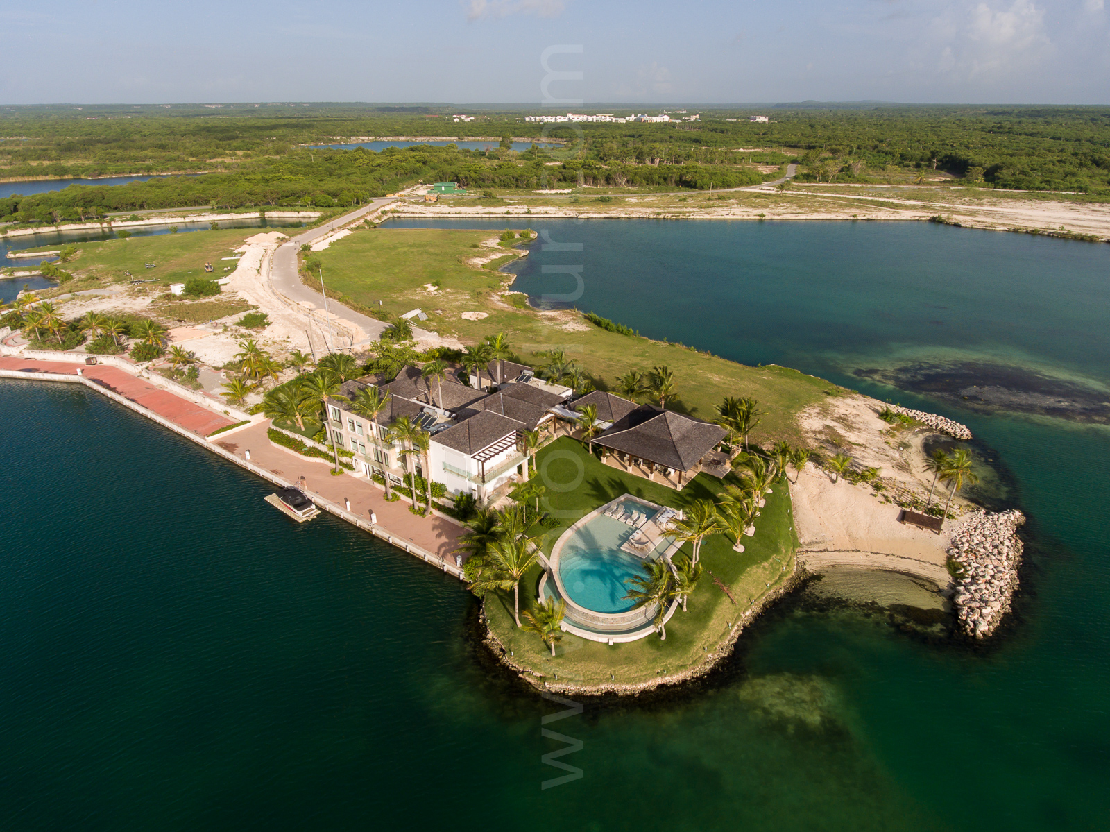 Villa Varadero, Private Beach and 200 feet Boat Private Dock inside prestigious Caribbean Marina