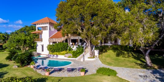 A Rare Oceanfront Villa at Punta Aguila