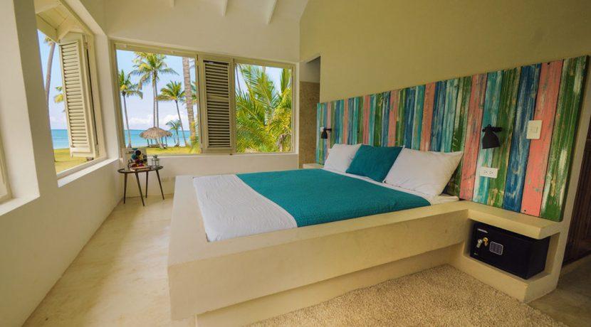 Beachfront Investor's Villa Tabiki1