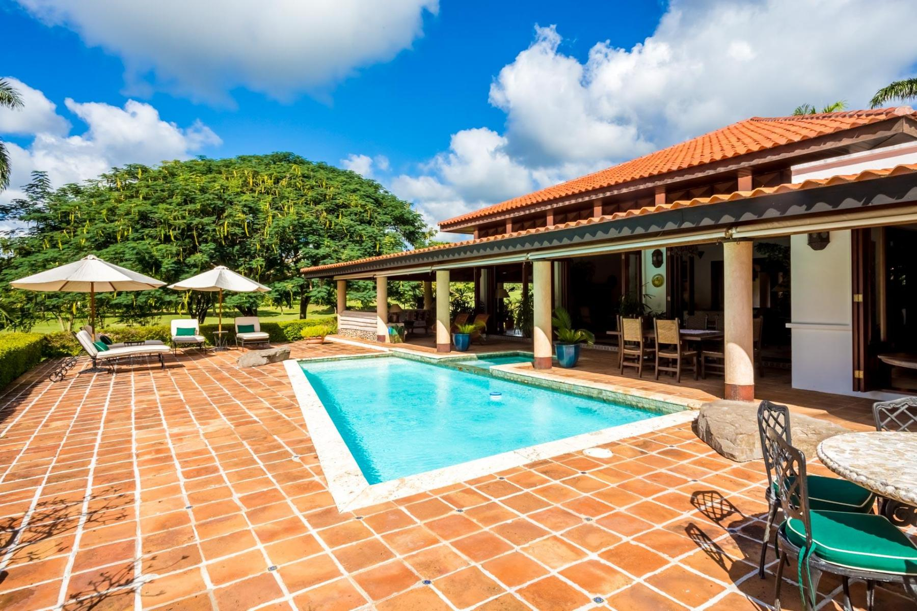 Panoramic country club golf villa provaltur for Casa de campo villas