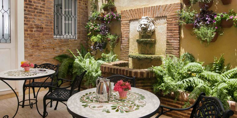 Outdoor Dining Space4