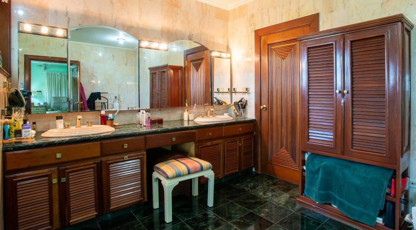 Casa sobre el Rio - Cuesta Hermosa - QA-14