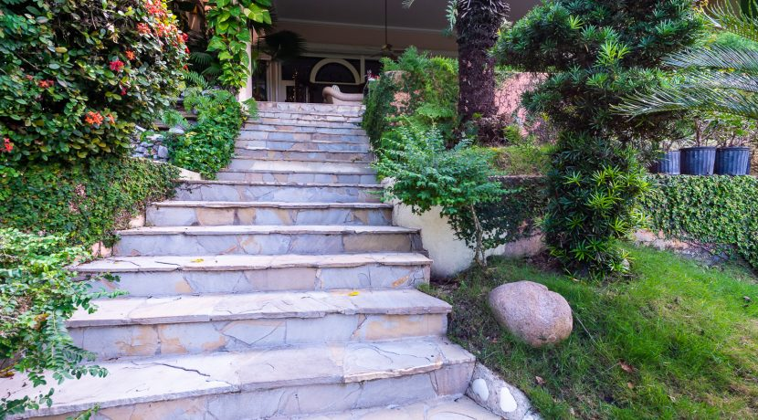 Casa sobre el Rio - Cuesta Hermosa - QA-22