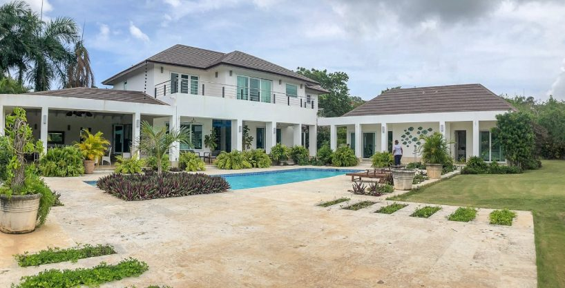 Totally Renovated Contemporary Villa | 6beds | Pool | Jacuzzi