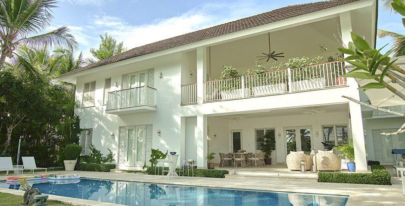 Modern Golf Villa at Puntacana Resort at walking distance to the beach