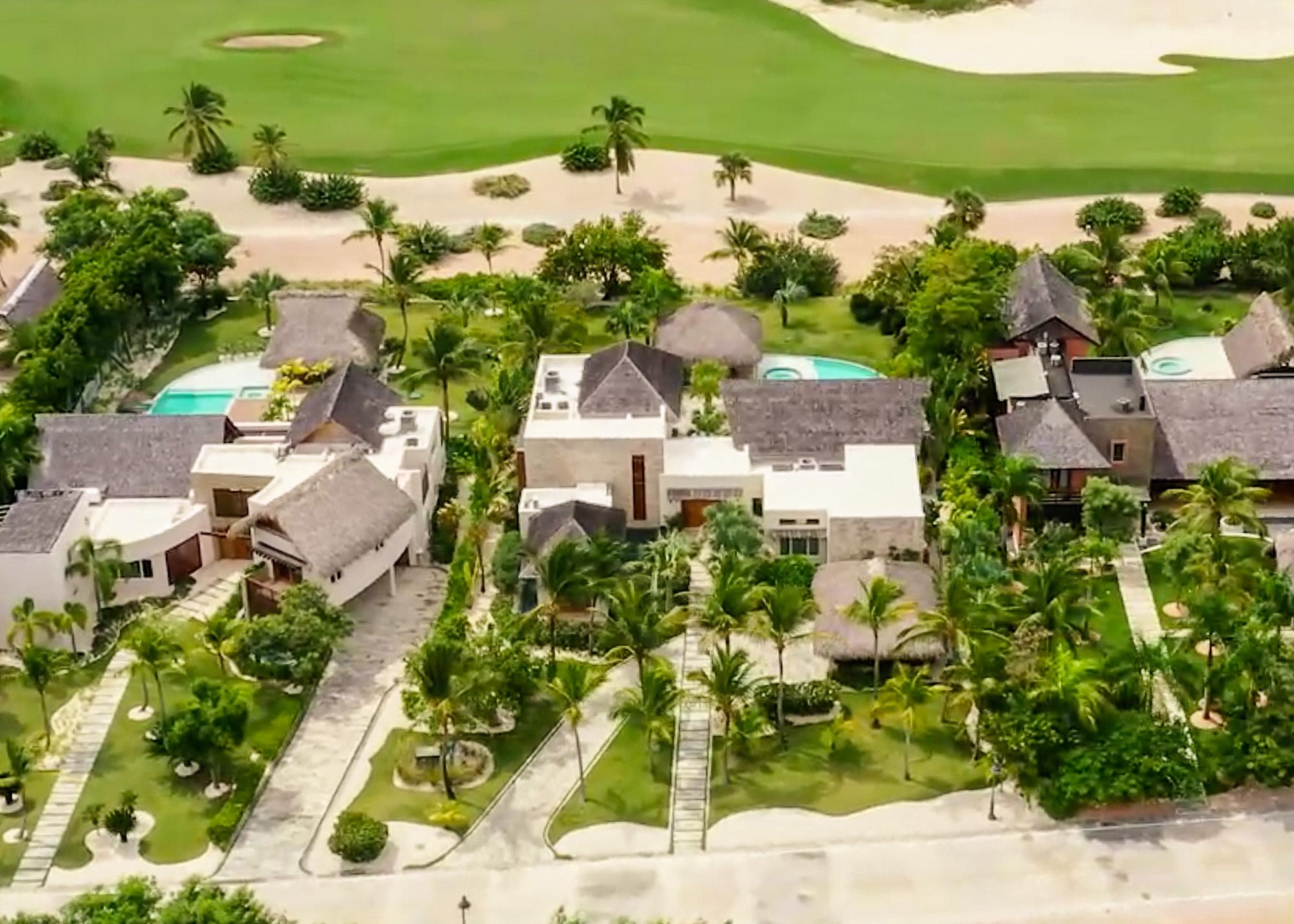 Exquisite Interiors and Expansive Gardens GolfFront Arena Cayuco