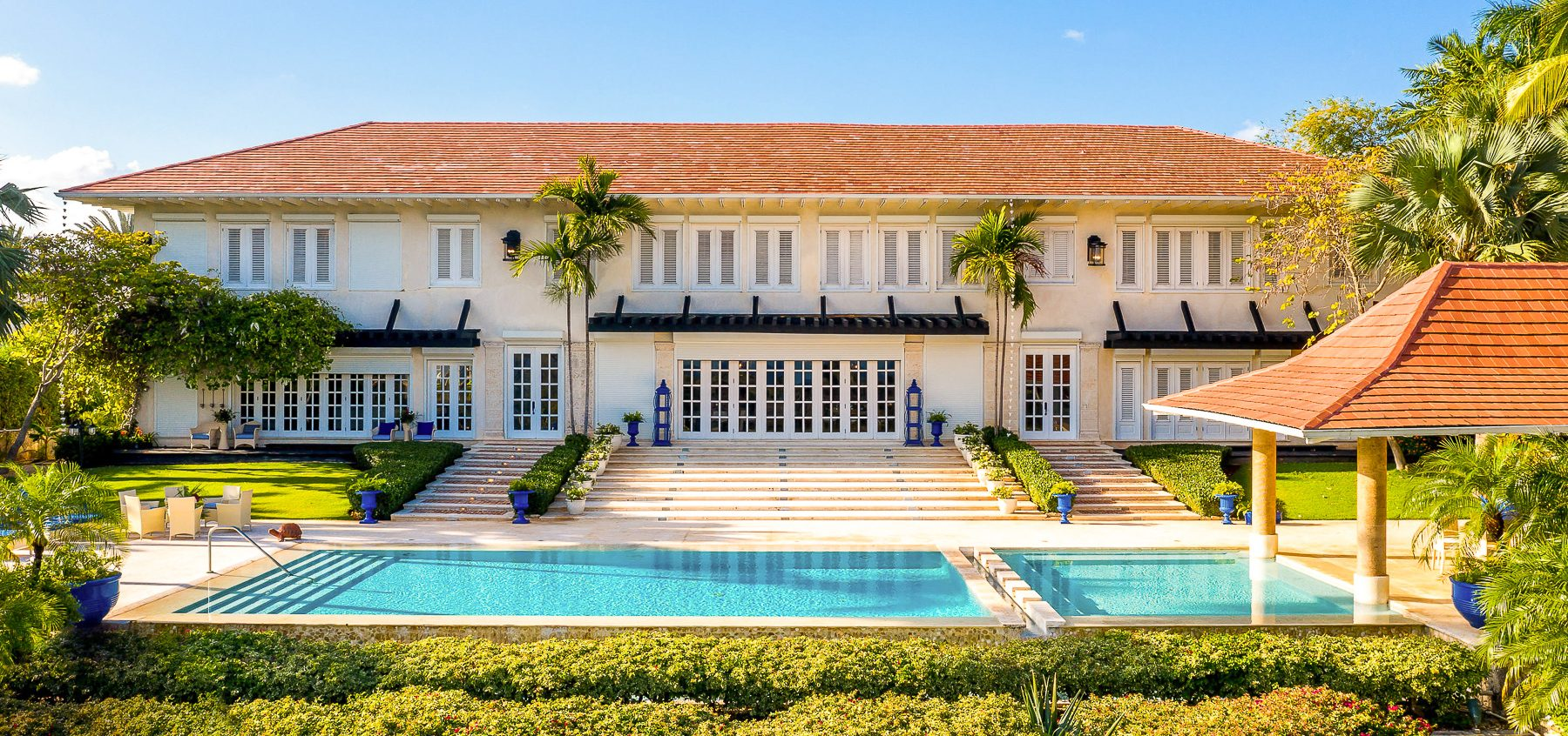 Stunning Views Luxurious Villa with 10 Bedrooms