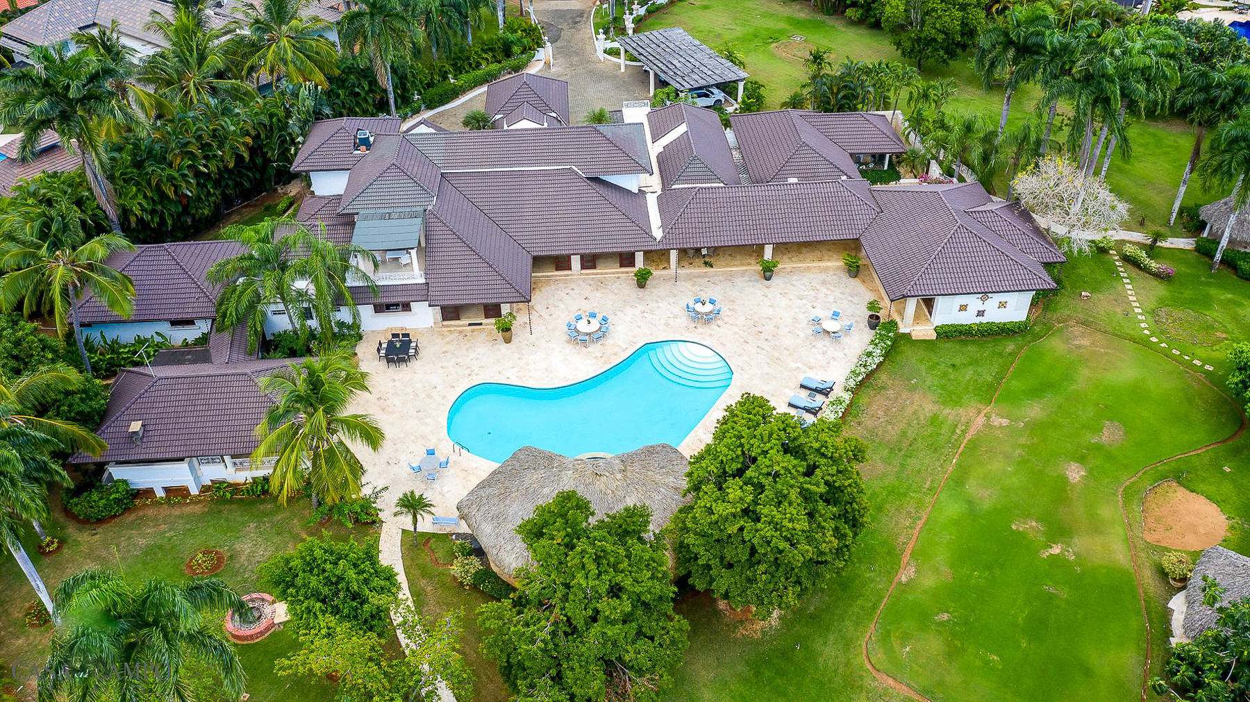Expansive and Exquisite Large Family Villa with 7000m2 of Gardens
